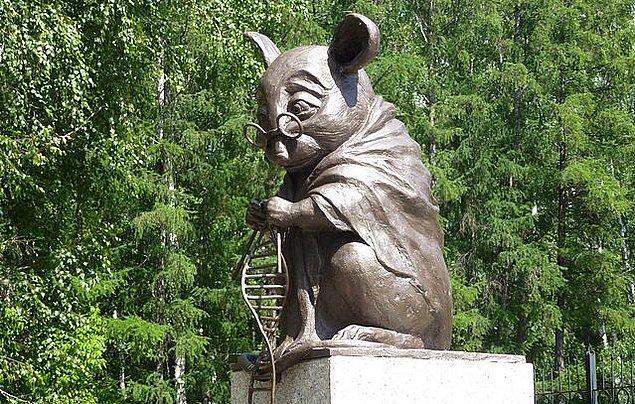 2. Rusya'da laboratuvar faresine adanmış bir heykel bulunur.