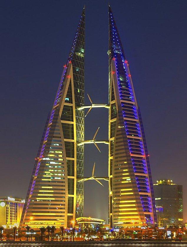 12. Bahreyn'de 3 adet rüzgar türbini bulunan bir gökdelen vardır.