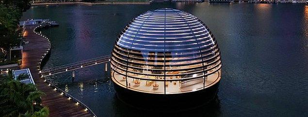 28. Dünyanın ilk yüzen Apple mağazası Singapur'da açılmıştır.