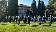 Akademisyenlerin Boğaziçi Rektörlük Devir Teslim Töreni Protestosu: Cübbeleriyle Sırtlarını Döndüler