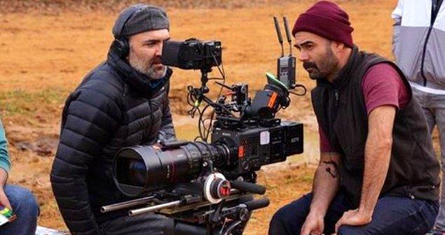 Aslen Çerkez asıllı, Türk tiyatro ve sinema yazarı/yönetmeni olan Berkun Oya 43 yaşında
