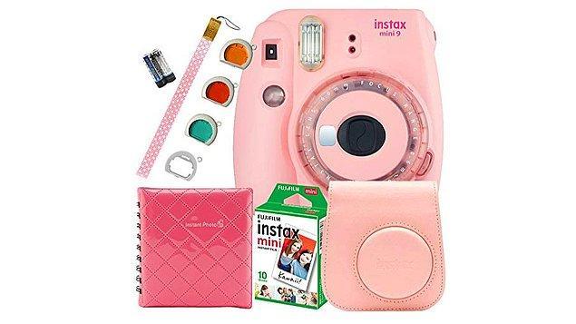 3. Bu Instax fotoğraf makinelerini sevmeyecek kadın yoktur.