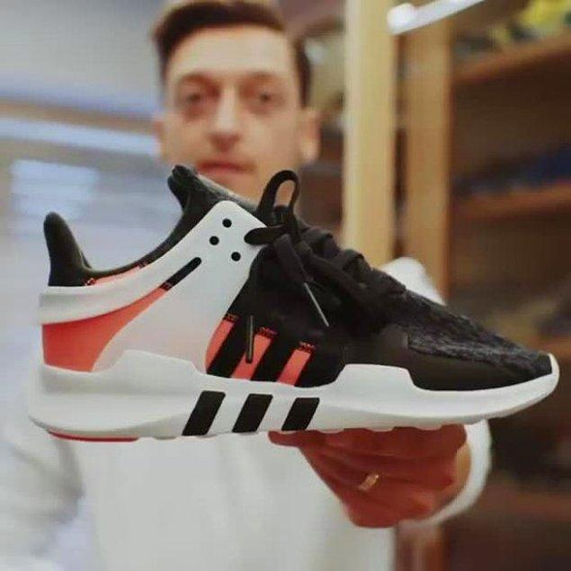 Özil'in bir diğer tutkusu da ayakkabıları ve tarzı.