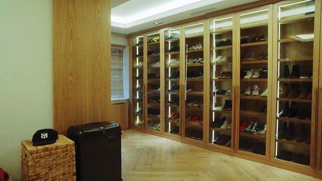 Özil'in ayakkabı koleksiyonu da binlerce sterlin değerinde.