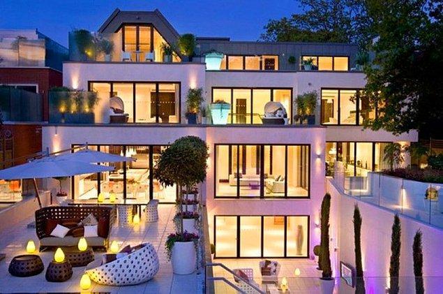 Özil, 2013 yılında 42,5 milyon sterlinlik bir anlaşmayla Real Madrid'den Arsenal'e transfer olduktan sonra 2016 yılında Londra'dan bu lüks evini satın aldı.