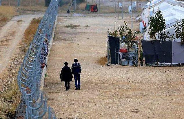 Türkiye'deki Suriyelilerle ilgili ortaya atılan iddialar uzun zamandır tartışmaları sürekli olarak yeniden alevlendiriyor. Aralık 2020 itibariyle ülkemizde geçici koruma altındaki kayıtlı Suriyeli sayısı 3 milyonu aşkın olunca ortaya atılan iddialarla birlikte mültecilere karşı kin ve nefret yer yer körükleniyor.