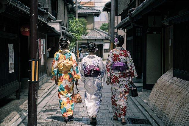 8. Sokakta kimonoları ile gezen hanımefendilerle karşılaşabilirsiniz