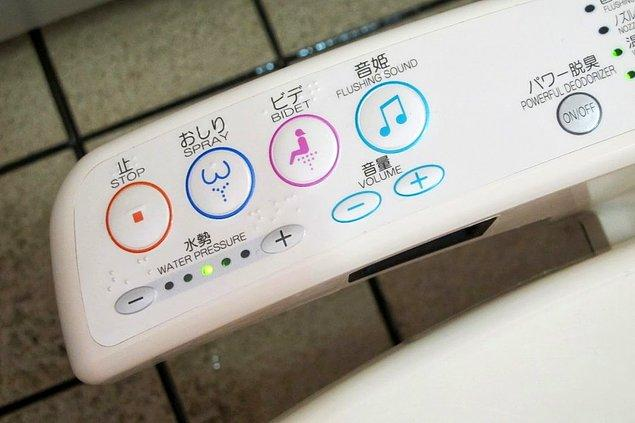 15. Klozette otururken müzik dinleyebilir ve poponuzu ısıtabilirsiniz.