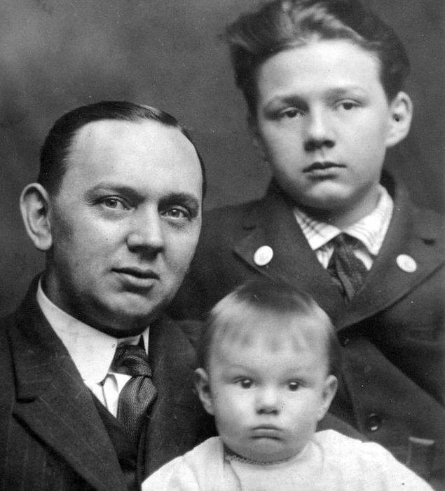 """1877 ile 1945 yılları arasında yaşayan ve uyku esnasında transa geçtiği için """"Uyuyan Kahin"""" olarak bilinen Edgar Cayce, daha çocukluk döneminde farklı olduğunu göstermişti."""