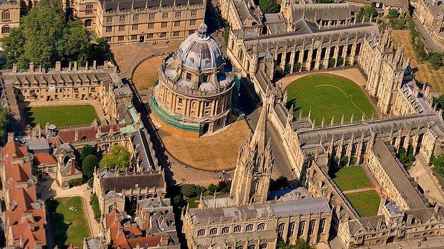 Dünyanın en iyi üniversiteleri arasında sayılan Oxford Üniversitesi'yle başlayalım incelemeye.