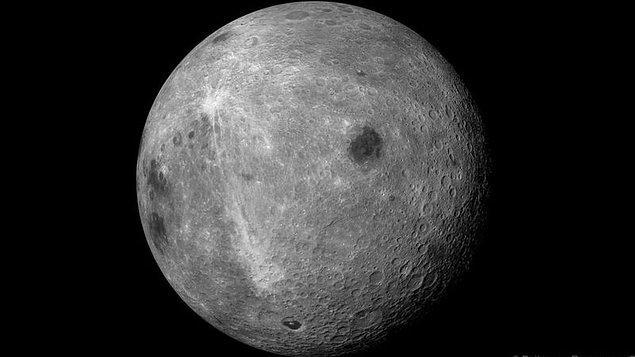 Hadi gelin hazır kafalar karışmışken bir adım daha gidelim ve Ay'ın pek de kendisi ile görüşemediğimiz yüzüne bakalım.