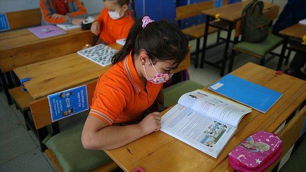 Okullarda Yardımcı Kaynak Kitap Tepkisi: 'Bu Kaynak Kitap Terörünü Durdurun'