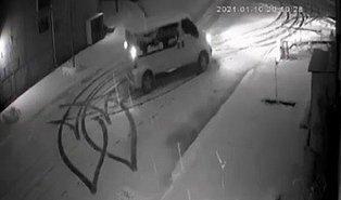 Kız Arkadaşının Evinin Önünde, Karlı Yolda Aracı ile Manevra Yaparak Kalp Çizen Yurdum İnsanı