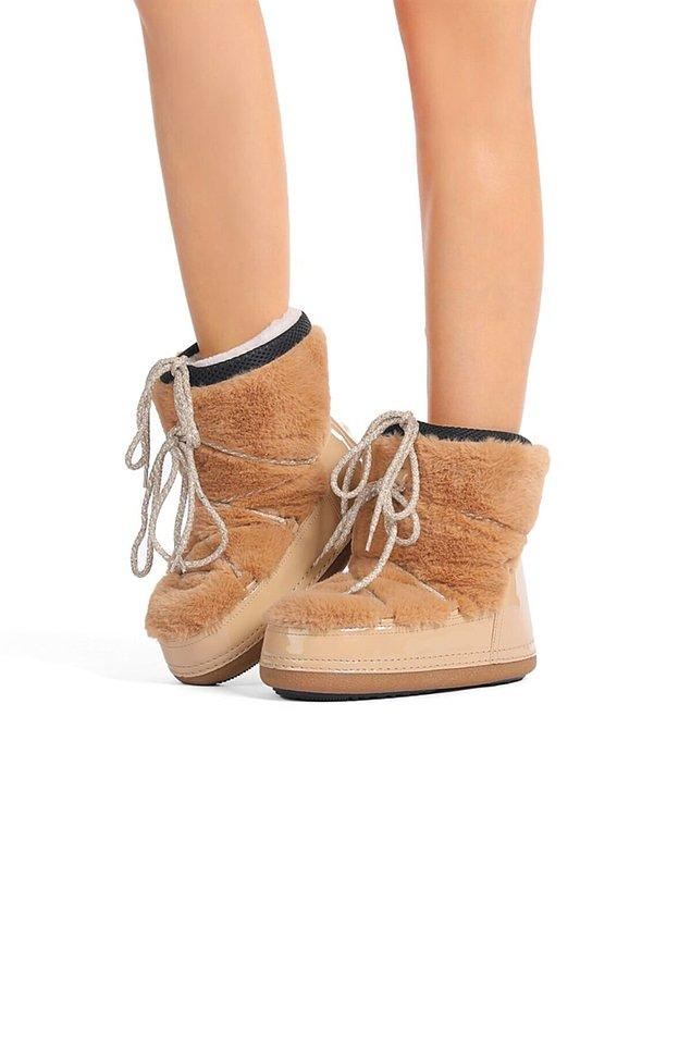 5. Bu soğuk kış günlerinde de yine ayağınızı hem sıcacık tutacak hem de rahat ettirecek botlar giymekte fayda var.