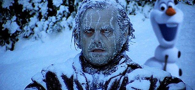 15. Soğuğun etkisiyle donmaya yüz tutan kaslarını hareket ettirmen zorlaşır. Bazen cümle kurarken bile pelteklik yaşarsın.