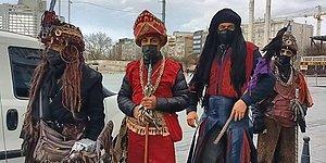 Selfie Başına 10 Dolar Alıyorlardı: Taksim Meydanı'ndaki Kostümlü Kişilere Ceza