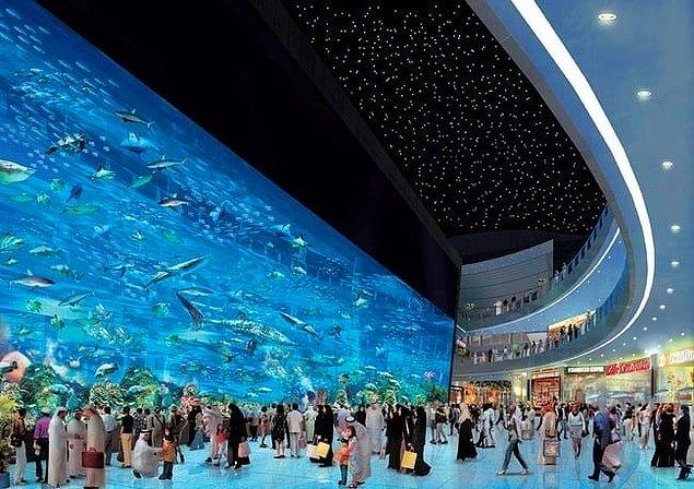 23. Dünyanın en büyük alışveriş merkezi Dubai'de.
