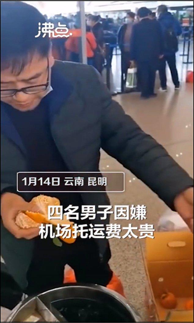 Dört kişi yanında getirdiği 30 kilogram portakalın hepsini havalimanında tek seferde yedi.