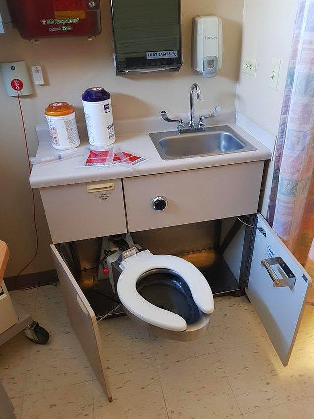 """12. """"Kaldığım hastane odasındaki katlanabilir tuvalet."""""""