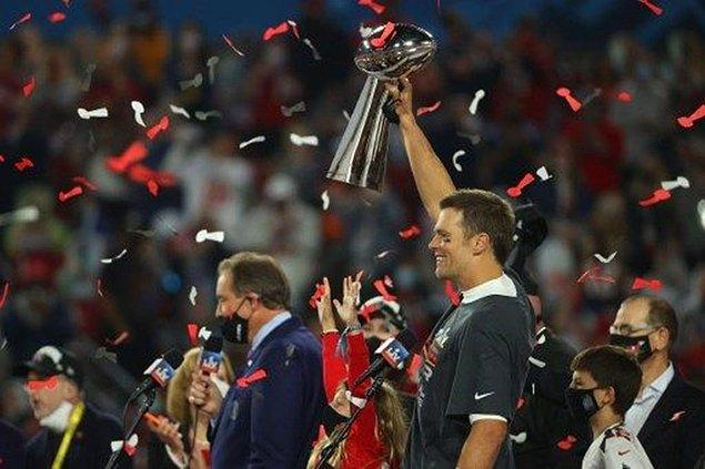 Tom Brady Yine Başardı!