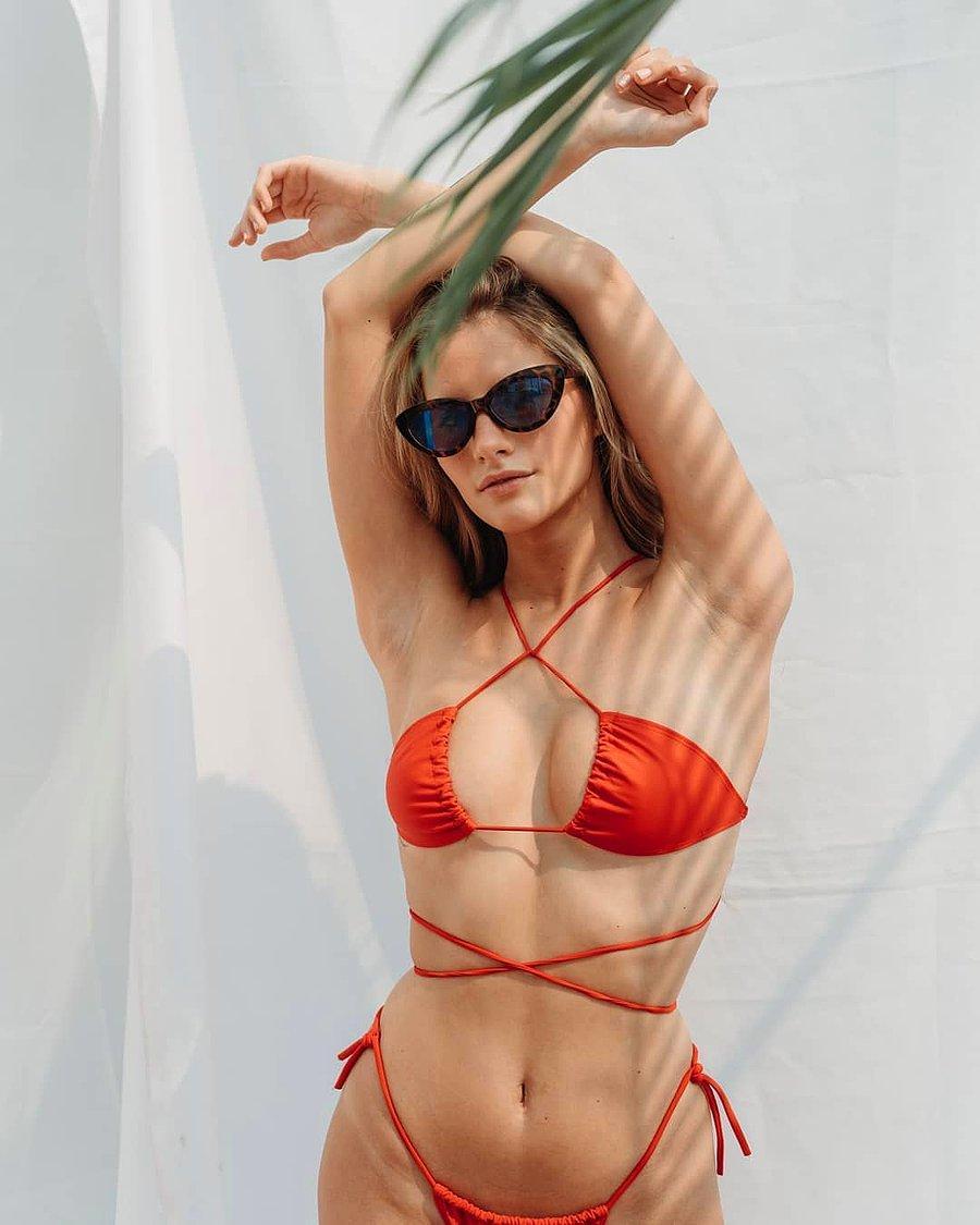 Seksapelin Dozu Artıyor, Kış Günlerinde Sıcaklığı Artıran Bikiniyi Ters  Giyme Akımı Devam Ediyor - onedio.com