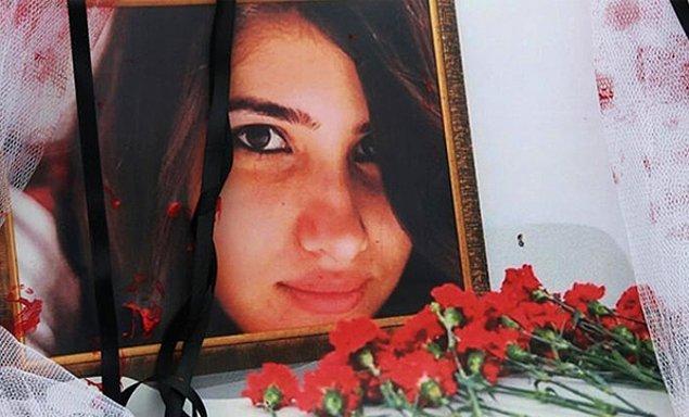2015 yılında Mersin'in Tarsus ilçesinde bir minibüs şoförünün tecavüz girişimine direndiği için öldürülmüştü üniversite öğrencisi Özgecan Aslan...  O günden sonra da biz kadınlar daha çok korkar olduk toplu taşımalarda tek kalmaktan.