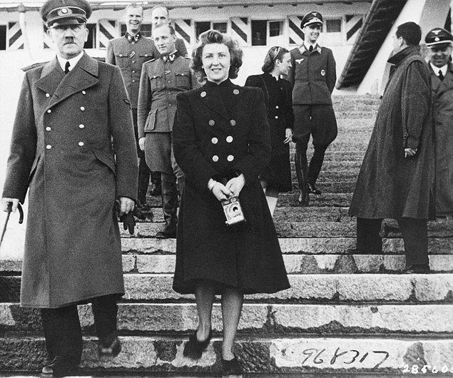 Hitler aslında Eva'nın sığınağa gelmesini istememişti ama Eva onu ölümde dahi yalnız bırakmayacağını belirtmiş, sığınağa gidip onunla birlikte intihar etmeyi seçmişti.