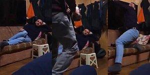 Çaydanlık Şakası Yapan Kuzenini Televizyonla Kovalayan Adam