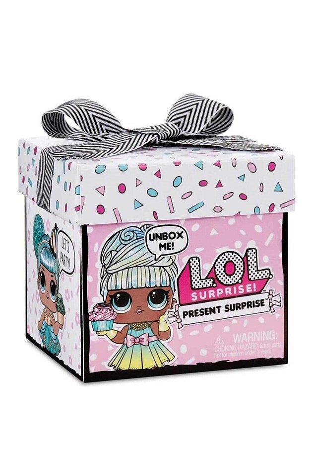 12. Lol bebek çılgınlığı diye bir şey var. Hele ki böyle tatlı bir kutu içinde verilirse sevinç çığlıkları kulağınızda geçici duyma kaybına yol açabilir, benden söylemesi.