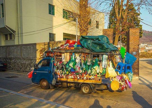 8. Seul'da tekerlekler üzerinde bir dükkan...