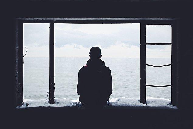 """3. """"Yalnız olmak hoşuma gidiyor."""""""
