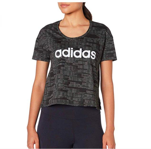 12. Adidas'ın bu tişörtü çok satanlar arasında 1. sırada.