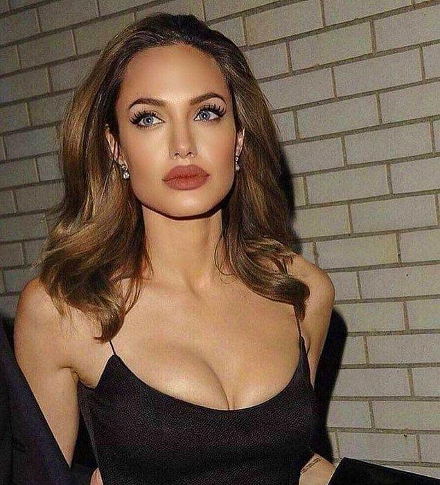Kariyerine genç yaşta başlayan ve yaptığı her işle beğeni toplayan Jolie, bu sefer satışa çıkardığı bir tabloyla gündemde...