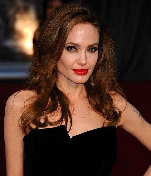 Tuval üzerine yağlı boya kullanılarak yapılan tablo Amerikalı aktris Angelina Jolie tarafından satışa sunulmuştur.