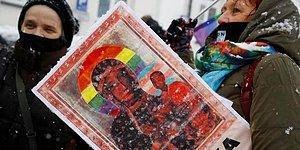 Polonya'da Meryem Ana'yı LGBTİ Sembolüyle Tasvir Edip Yargılanan Aktivistler Beraat Etti