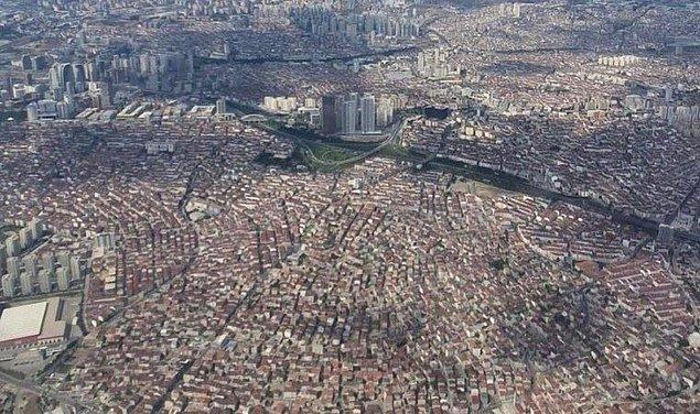 İstanbul'da yaşayan vatandaşlarımız son yıllarda deprem nedeniyle epey endişeli. Minimum 7.2 ile 7.6 arasında bir deprem beklenen İstanbul, bu depreme hazır mı değil mi kimse emin değil! Kentsel dönüşüm çalışmaları yapılsa da akıllarda soru işaretleri hala var.