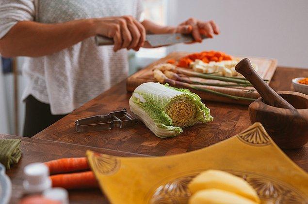 7. Eğer yeni bir eve çıkmayı düşünüyorsanız fakat önünüzde 5-6 aylık bir süreç varsa mutfak malzemelerinizi önceden alın.