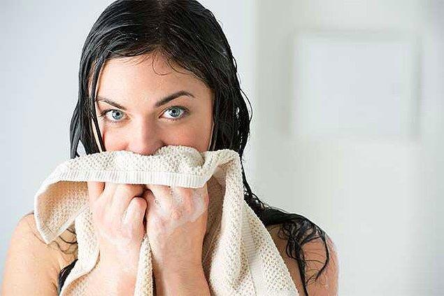 14. Son olarak cildinizin temas ettiği her şeyi temiz tutun. Özellikle yüz havlunuzu ve yastık kılıflarınızı sık sık değiştirin.