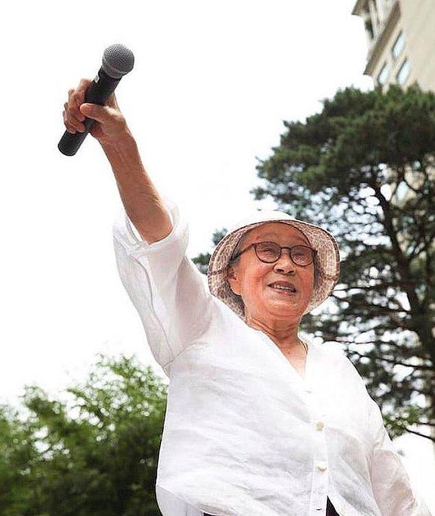 Ancak kadınlar 2005 yılında Güney Kore hükumetinin savaş dönemindeki cinsel kölelerin 'yasa dışı biçimde yapılan bir insanlık suçu' olduğunu söylemesiyle kısmen bir rahatlama yaşadılar.