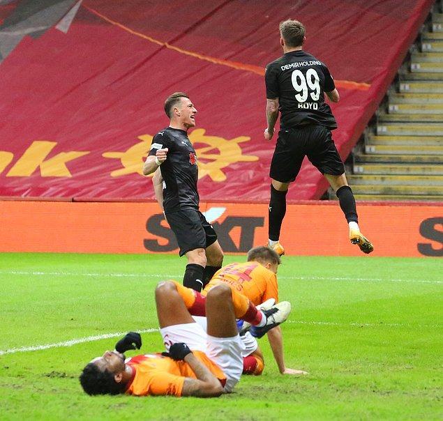 Sivasspor'un golleri Gradel ve Boyd'dan geldi.