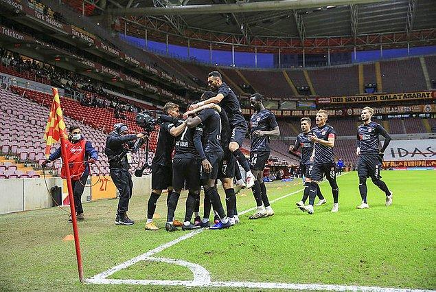 Sivasspor, kulüp tarihinde ilk kez Galatasaray deplasmanından puanla döndü.