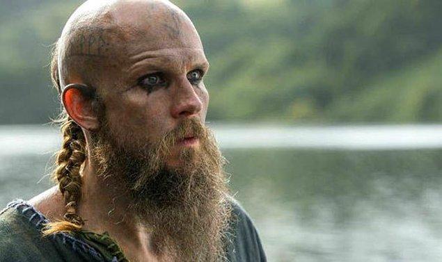 2. Gustaf Skarsgård'ın gerçek hayattaki hali de Floki karakteriyle bambaşka tarza sahip olduklarını kanıtlıyor.