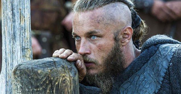 9. Gerçek hayattaki eğlenceli yapısıyla dikkat çeken ve Ragnar Lodbrok karakterine can veren Travis Femmel 40 yaşında...