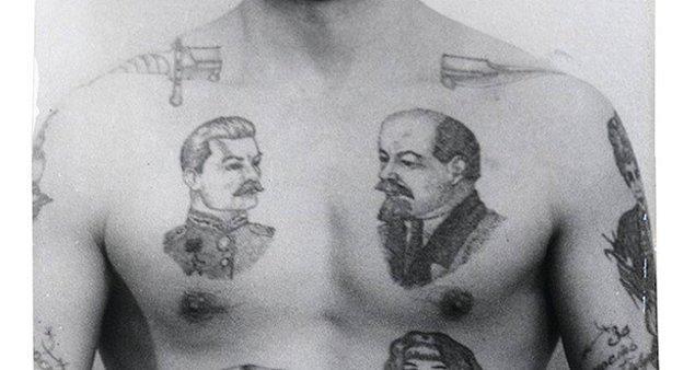 10. Sovyet Rusya'da mahkumlar Lenin ve Stalin dövmeleri yaptırıyordu çünkü gardiyanların ulusal liderlerin fotoğraflarına ateş etmesine izin verilmiyordu.