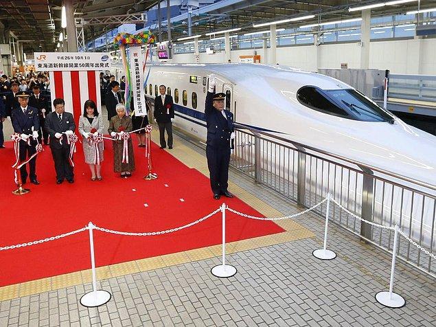 11. Japonya'nın Shinkansen yüksek hızlı demiryolu sistemi, 50 yıllık hizmet hayatında bir kere bile ölümcül bir kaza yaşamamıştır.