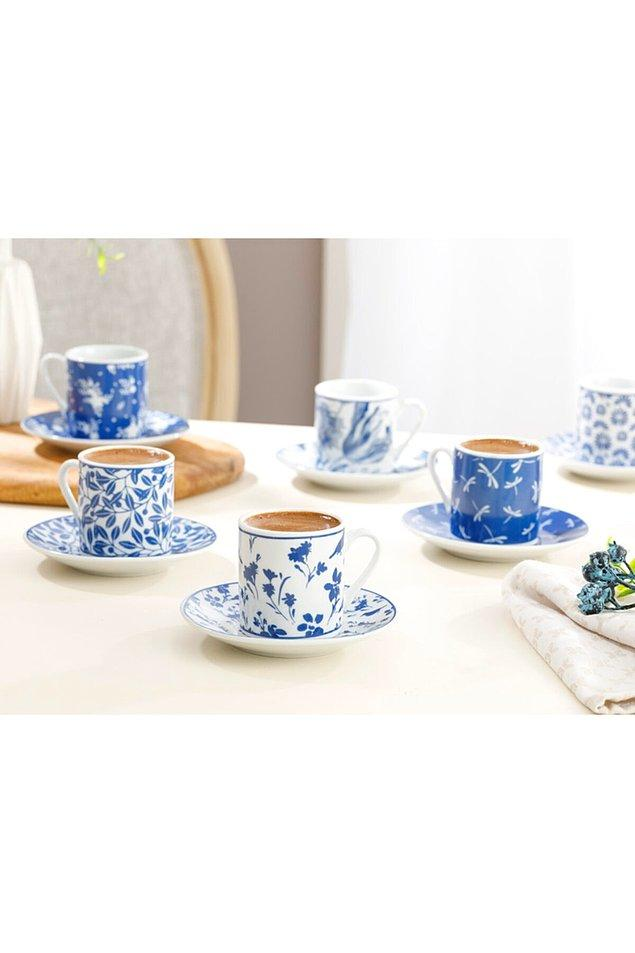 17. Kahve içmeyi sevenlerin evinde rengarenk desen desen fincan setleri olmazsa olmazlar arasındadır.
