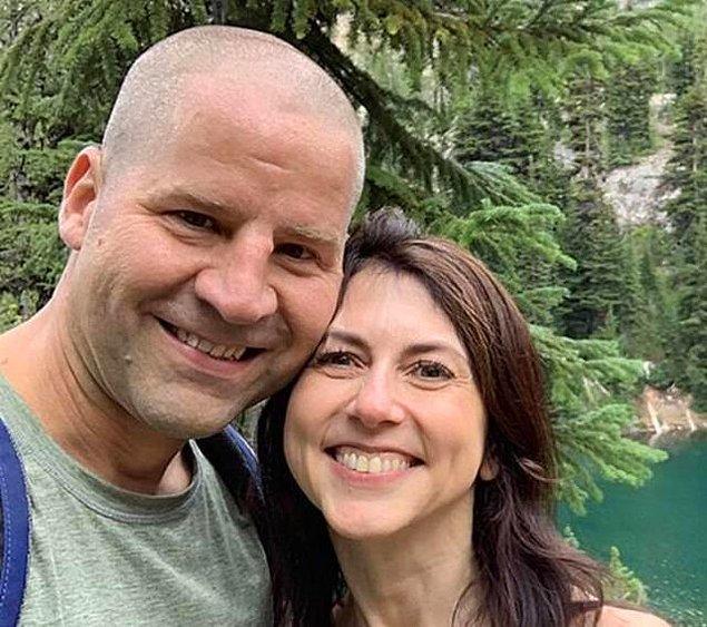 10. Amazon şirketinin CEOsu olan Jeff Bezos'ın eski eşi, çocuklarının öğretmeniyle dünya evine girdi.