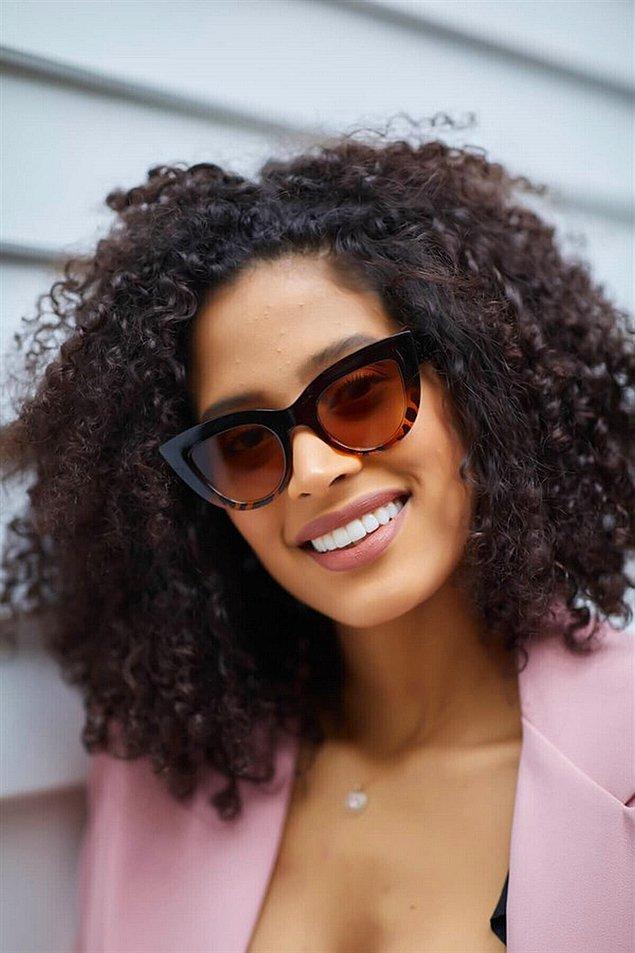 16. Güneş gözlüğü yaz kış tüm kıyafetlerin tamamlayıcısı olabiliyor.