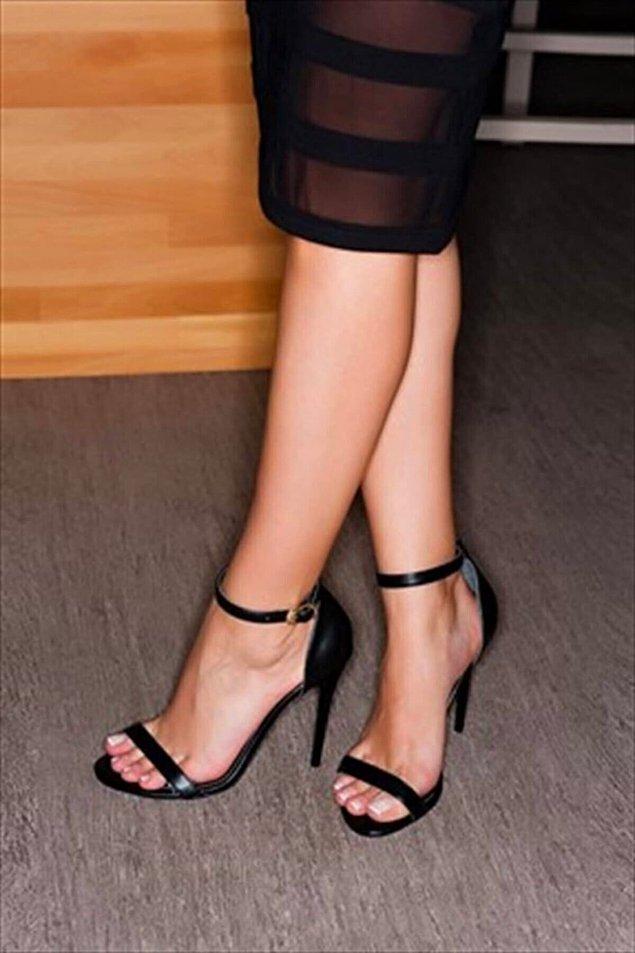 4. Elbette şık ve zarif ayakkabılar da bir kombini tamamlayan ve gösteren önemi bir detay.