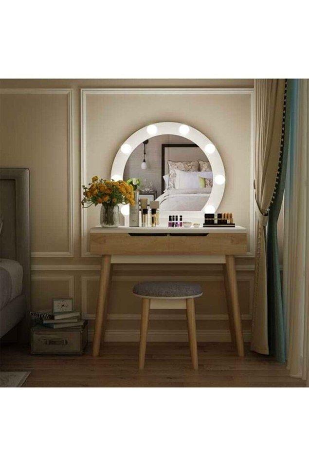 19. Işıklı makyaj masaları da modern tasarımlarda tercih edilen modellerden biri.